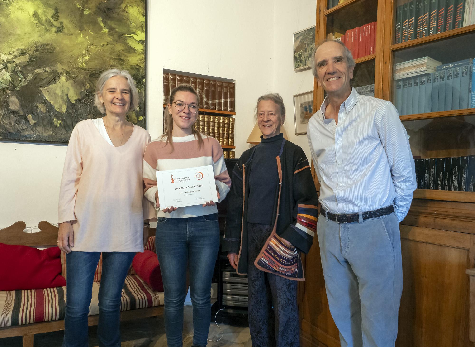 Entrega de la Beca Ch de Estudios a Noelia Aguado